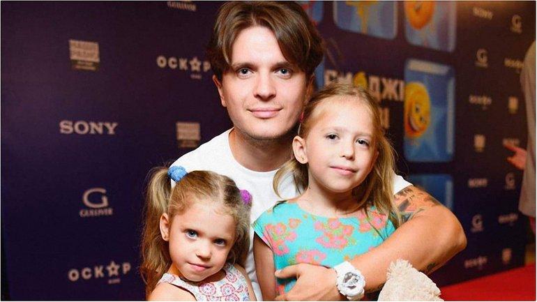 Анатолий Анатолич с дочками - фото - фото 1