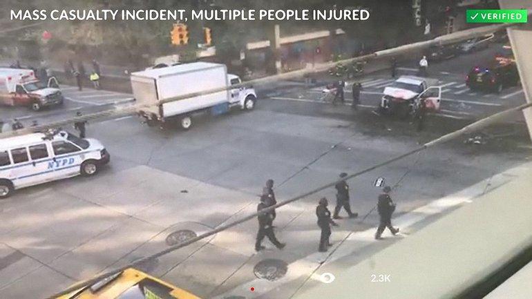 В результате нападения в Манхэттене пострадали как минимум восемь человек - фото 1