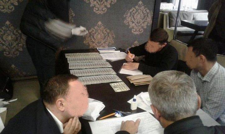 Прокурор и депутат вымогали 40 тысяч долларов от предпринимателя - фото 1