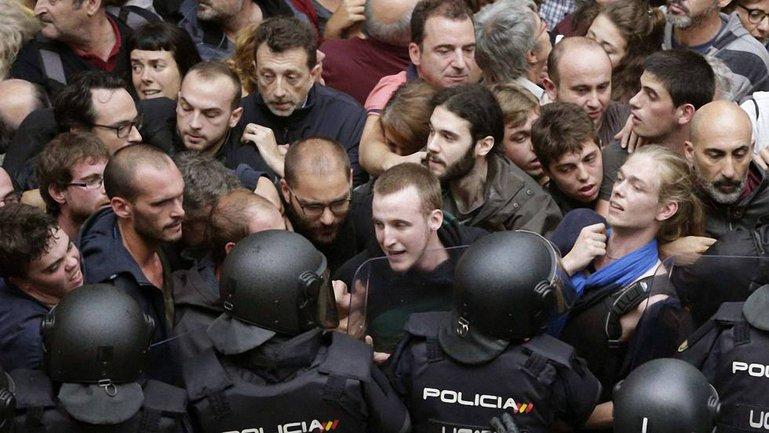 В Каталонии возникли беспорядки из-за референдуа о независимости от Испании  - фото 1
