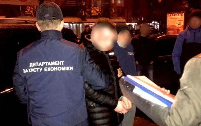 Чиновник из Госгеокадастра попался на взятке - фото 1