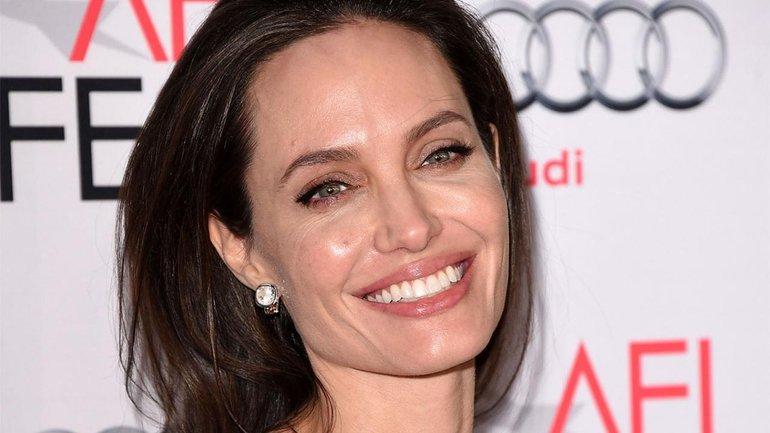 Анджелина Джоли написала письма из Намибии - фото 1