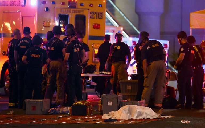 В Лас-Вегасе стрелок убил 50 человек - фото 1