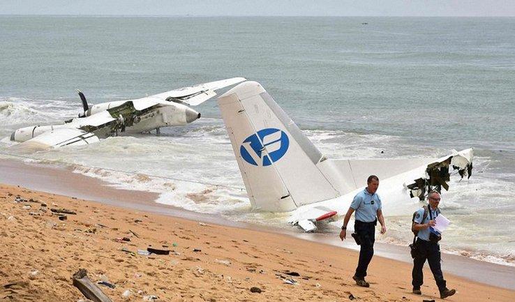 Грузовой самолет Антонова упал в море у берегов Кот-д'Ивуара - фото 1