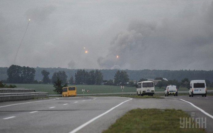 На военной базе в Калиновке начали взрываться боеприпасы - фото 1