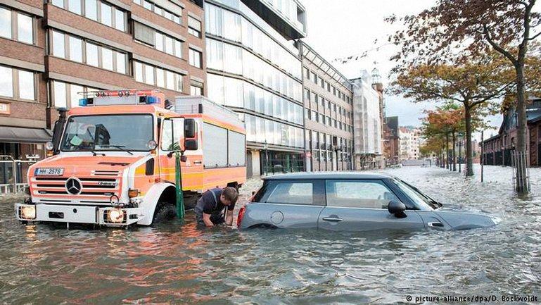 """В Европе бушует ураган """"Герварт""""  - фото 1"""
