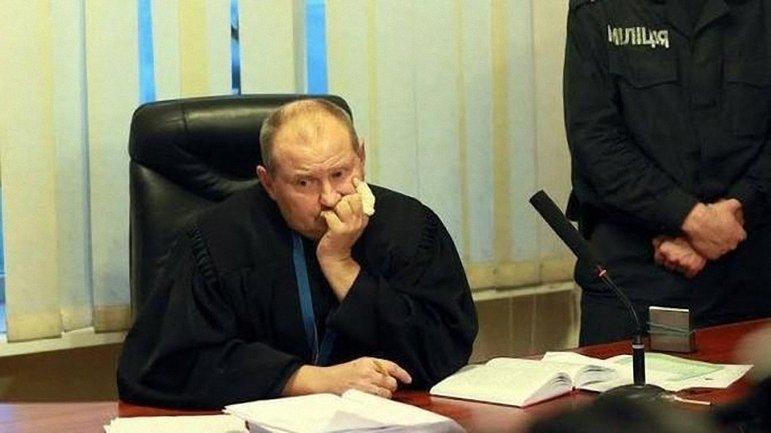 Судью Чауса временно лишили права работать - фото 1