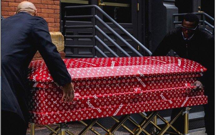 Необычный гроб от Louis Vuitton и Supreme - фото 1