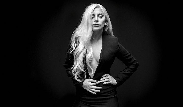 Леги Гага в мини-шортах восхитила своей красотой - фото 1