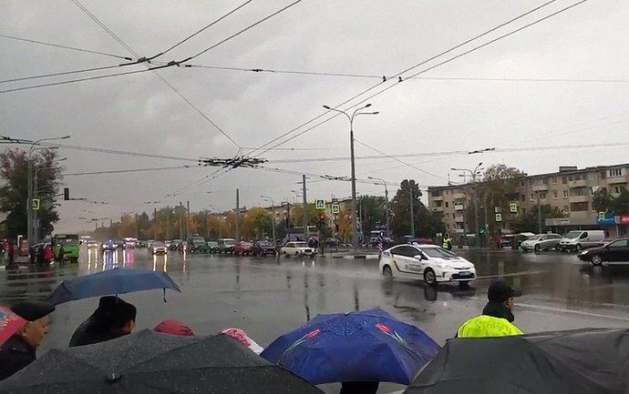 Харьковчане возмущены огромным кортежем Авакова, заблокировавшим дорогу - фото 1