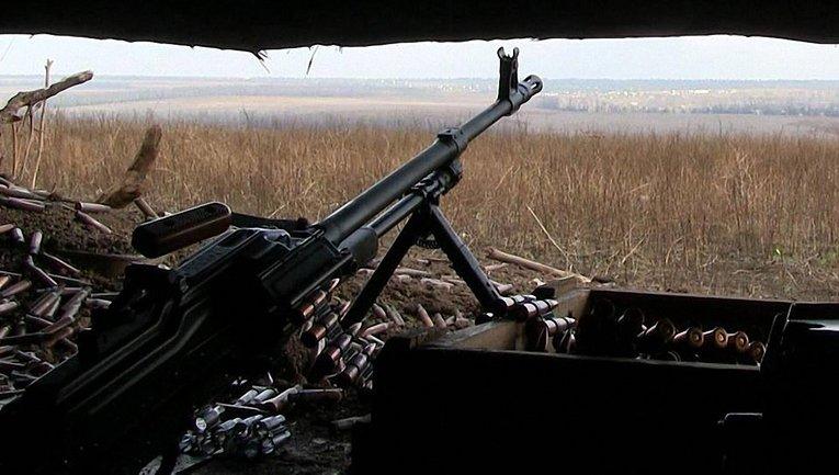 Бойцы обстреливают украинские позиции в зоне АТО - фото 1