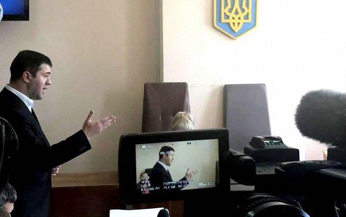 Насирову разрешили ездить по Киевской области - фото 1