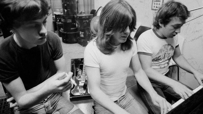 Рок-музыкант Джордж Янг, игравший в группах AC/DC и Easybeats умер в Австралии - фото 1