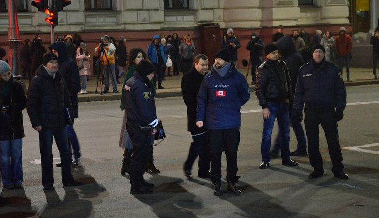 В Харькове Дронова привезли на место ДТП - фото 1