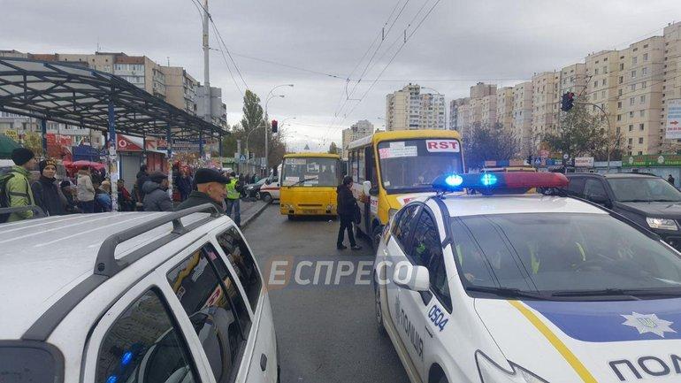 В Киеве маршрутка насмерть сбила 2 человек - фото 1