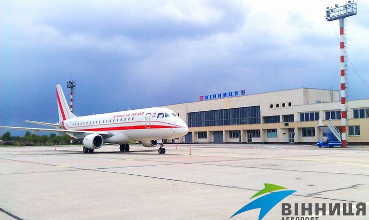 В Виннице заблокировали аэропорт - фото 1