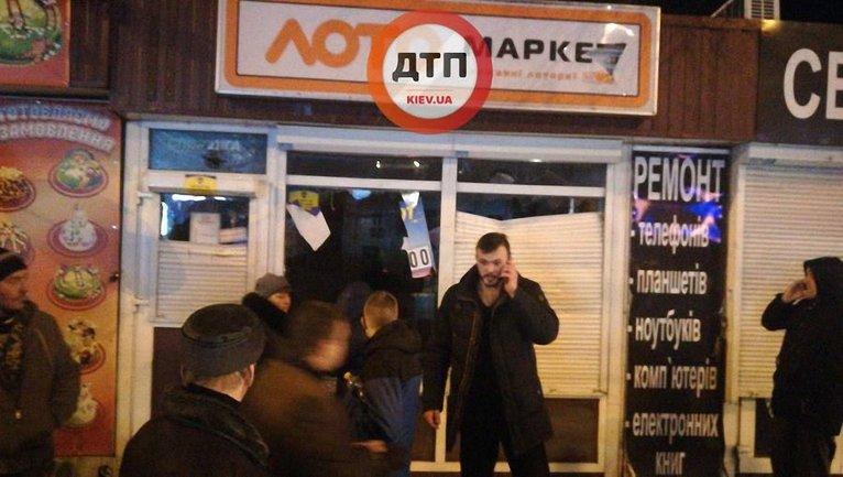 """Около 30 активистов """"Национального корпуса"""" совершили налет на зал игровых автоматов - фото 1"""