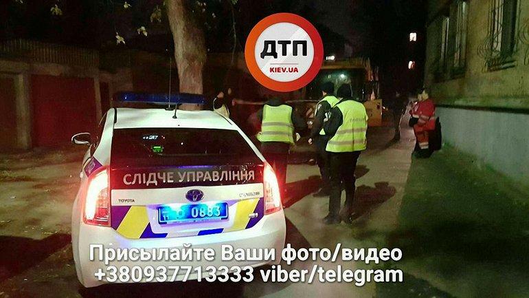 В Киеве мусоровоз сбил мужчину - фото 1