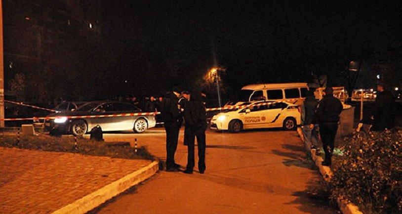 В ночь на 5 ноября на улице Клочковская, 191А в Харькове неизвестный открыл огонь по автомобилю - фото 1
