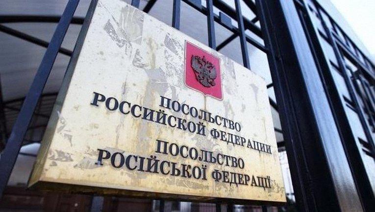 Сотрудник посольства РФ сбил женщину с ребенком - фото 1