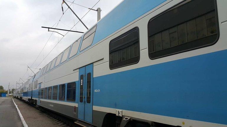 Двухэтажный поезд сообщением Киев-Тернополь - фото 1