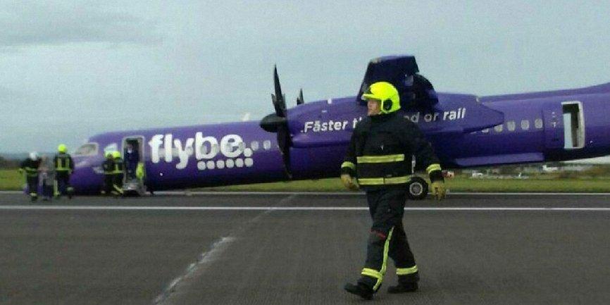 Аварийная посадка самолета без переднего шасси - фото 1