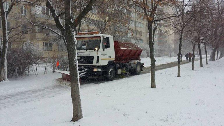 Киев засыпало снегом, 18 декабря 2017  - фото 1