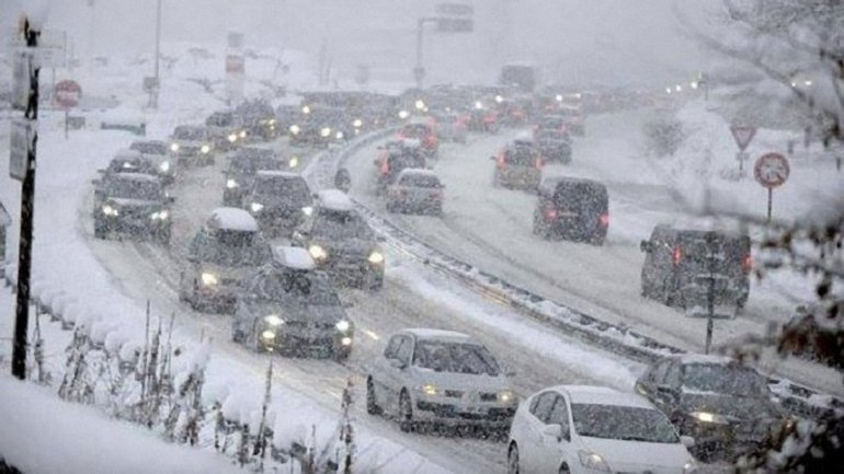 """""""Киевавтодор"""" ежедневно на уборку снега тратит на 30% больше, чем в 2016 году - фото 1"""