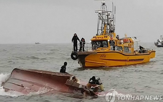 На борту судна находилось 22 человека - фото 1
