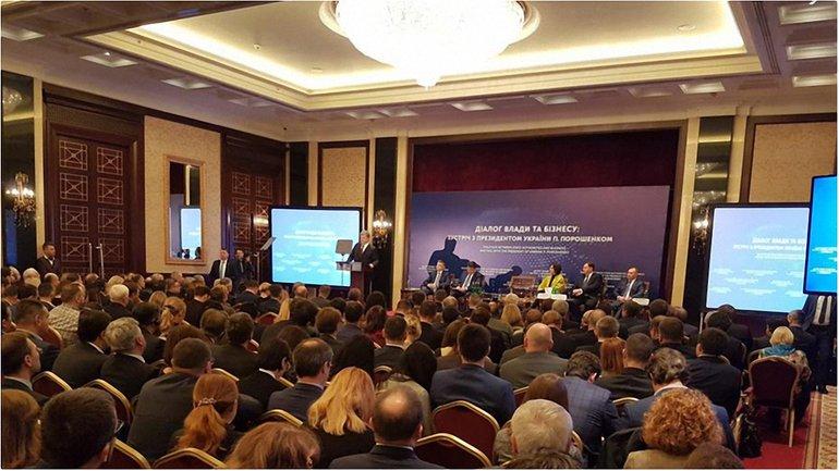 "Порошенко подписал закон о запрете ""маски-шоу"" - фото 1"