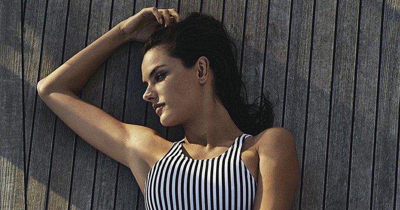 Алессандра Амбросио снялась в рекламе OMEGA на яхте посреди моря - фото 1
