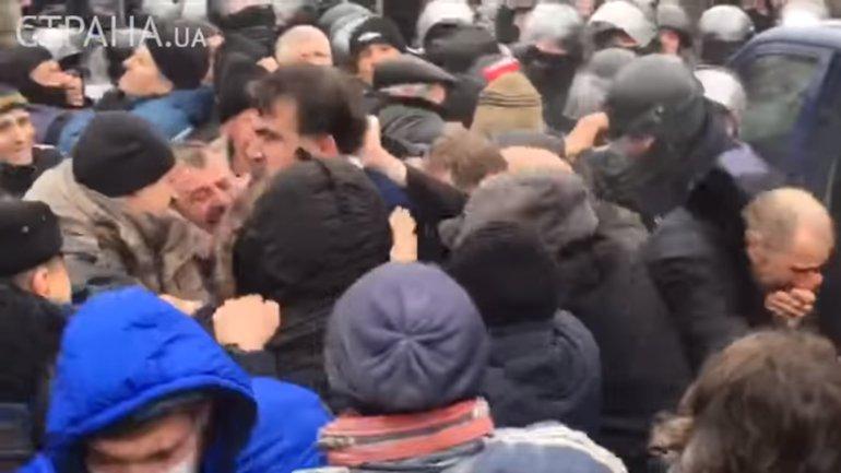 Саакашвили вытянули из машины СБУ - фото 1