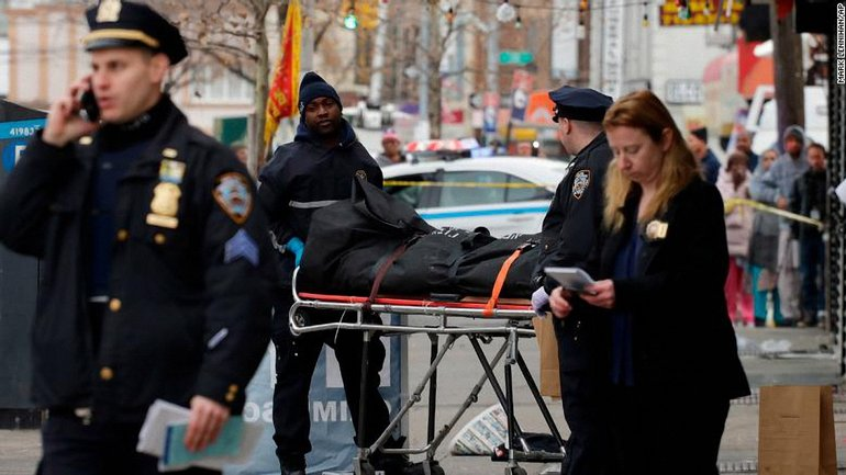В Нью-Йорке мужчина сбил пешеходов - фото 1