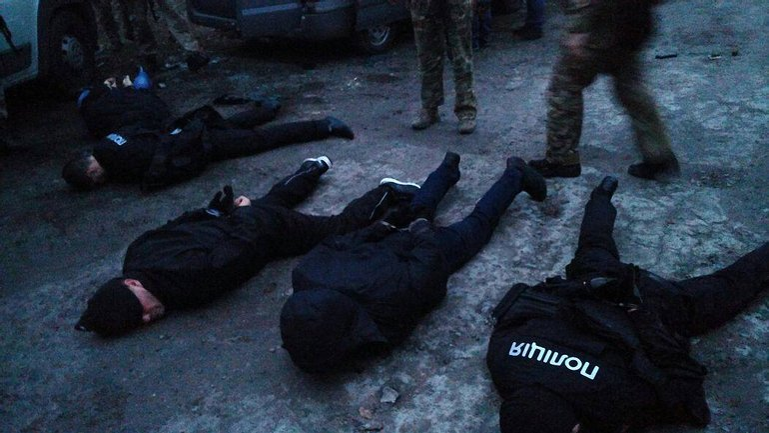 """Полицейские накрыли банду грабителей из """"ДНР"""" - фото 1"""