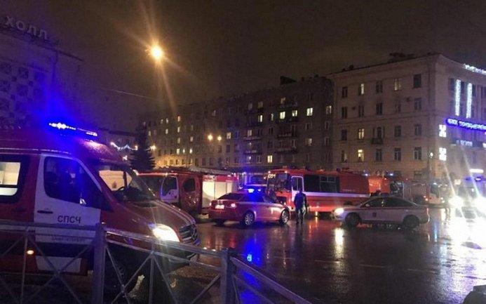 В результате взрыва в супермаркете в Питере пострадало 10 человек - фото 1