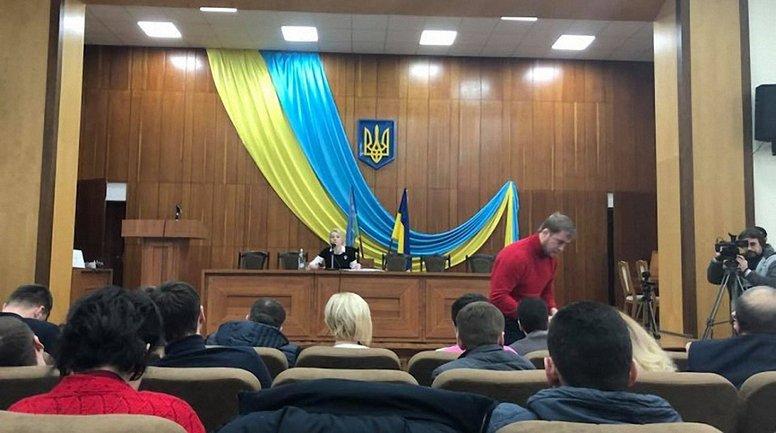Во время исполнения украинского гимна на заседании депутатов включили гимн РФ - фото 1