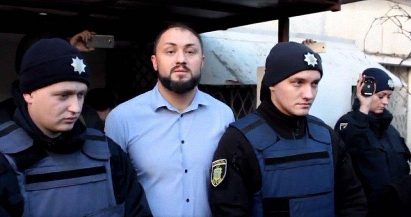 Депутата Николаевского областного совета забросали яйцами - фото 1