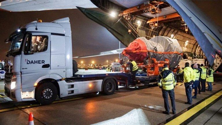 Украинский самолет спас французский А380, который потерял двигатель - фото 1