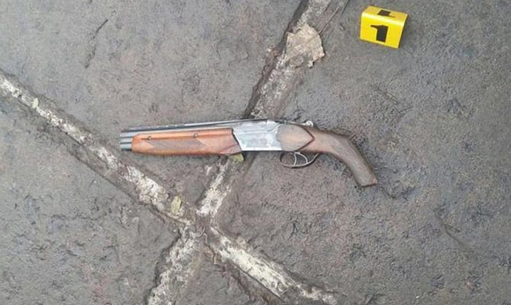 Мужчина выстрелил в сторону мэра Белозерска - фото 1