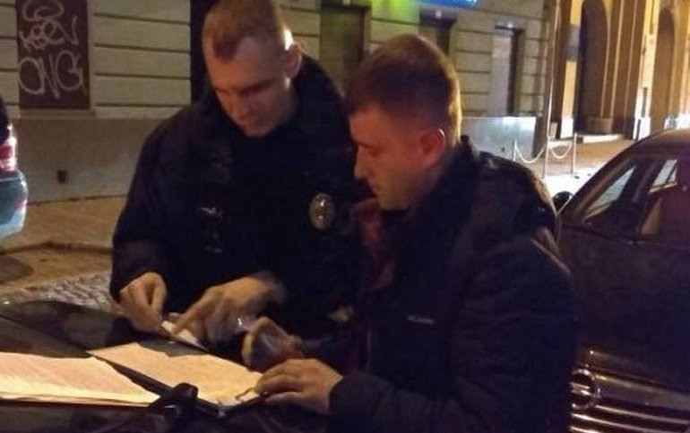 Полицейский сел за руль после употребления алкоголя - фото 1