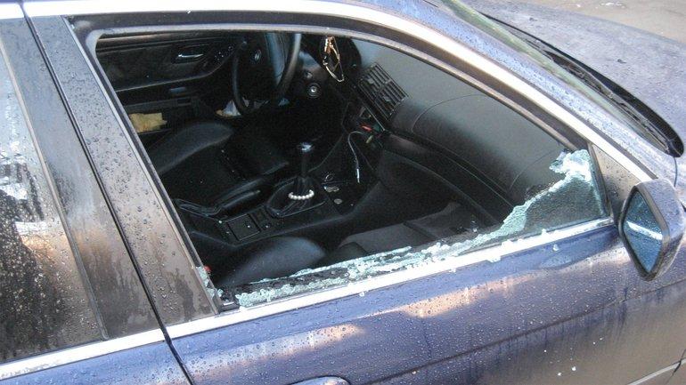 У помощника нардепа украли из машины сумку с деньгами  - фото 1