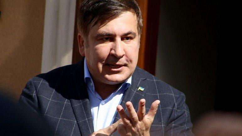 Саакашвили угрожает спрыгнуть с крыши - фото 1