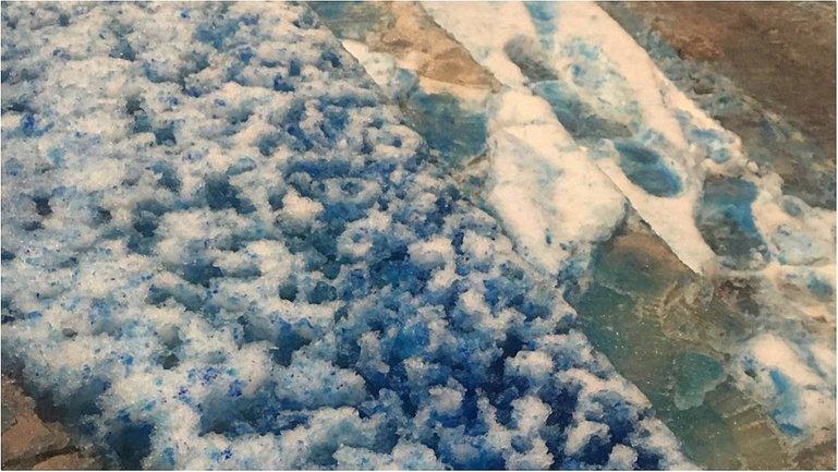 В Санк-Петербурге выпал синий снег - фото 1