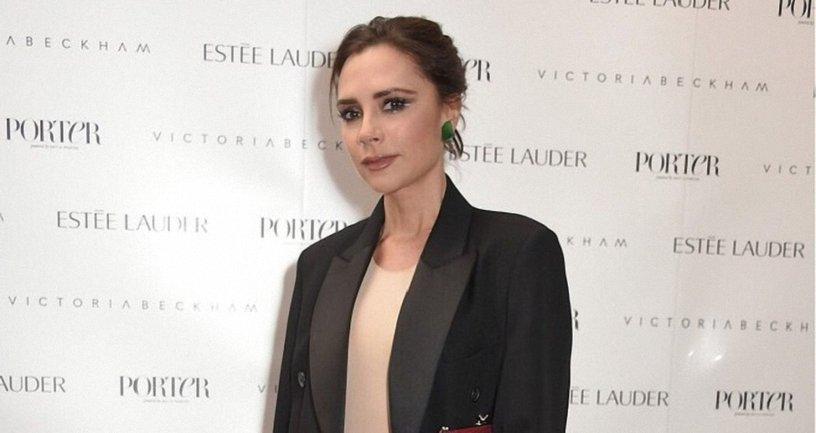 """Виктория Бекхэм прорекламировала новый наряд """"забыв"""" надеть под него белье - фото 1"""