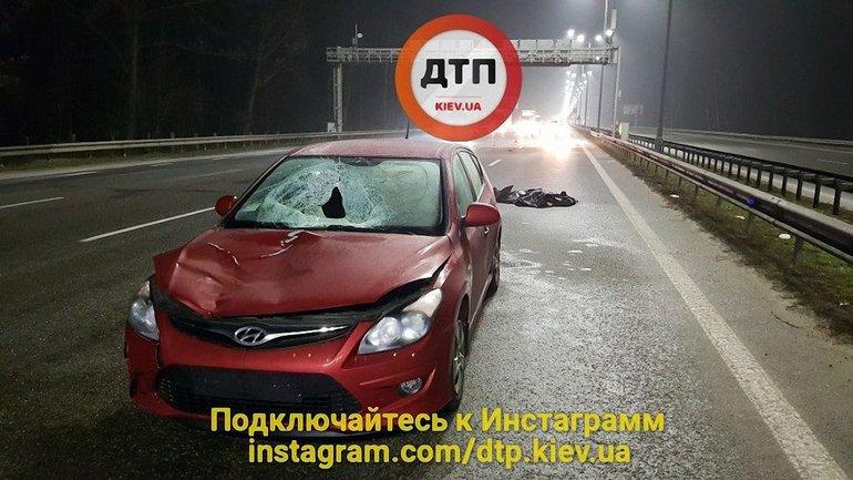 На Бориспольской трассе Hyundai насмерть сбил пешехода-нарушителя - фото 1