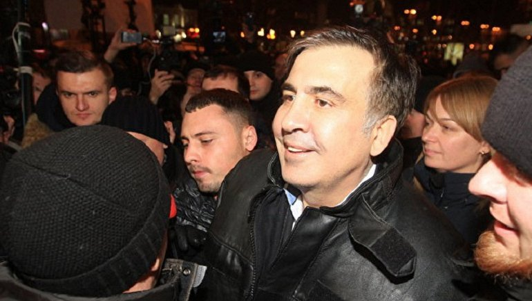 После суда Саакашвили отрпавился под Раду - фото 1