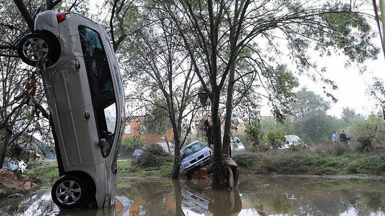 Ураган Кармен может забрать жизни многих людей во Франции - фото 1
