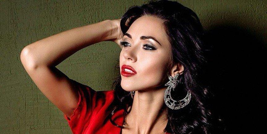 """Вика из """"НеАнгелов"""" тоже позировала для эротического календаря - фото 1"""