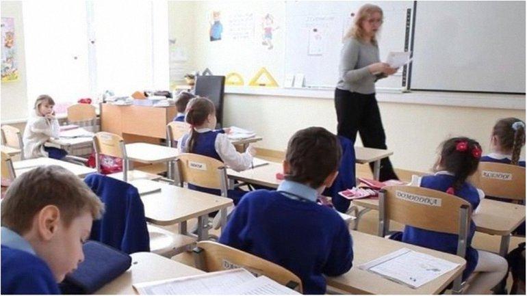 Латвия хочет перевести обучение на государственный язык - фото 1