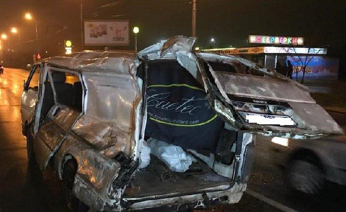 Виновника ДТП (водителя Mercedes) госпитализировали - фото 1
